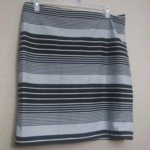 New York & companystrioed skirt sz XL